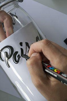 Customise tes bocaux avec tes poscas! Un DIY facile à découvrir.