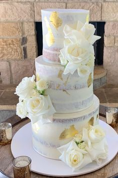 White roses in full bloom with gold acent styling by Willa Floral Design for Emily and Damien's Hunter Valley wedding at Enzo's Ironbark Hill Estate. Cake supplier Michelle the Cake Chef, photo caputred by Willa Floral Design. #weddingcake #weddingflowers #huntervalleywedding #enzowedding #whiteflowers #weddingstyling #luxwedding