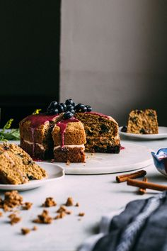 This Cinnamon Blueberry Brunch Cake is slightly sweet, plenty fruity & made with gluten free flour and a yogurt-based icing, making it perfect for brunch! Blueberry Cake, Blueberry Recipes, Delicious Desserts, Dessert Recipes, Brunch Cake, Gluten Free Sweets, Let Them Eat Cake, Pain, Love Food
