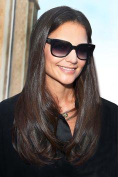Katie Holmes luce muy bien con sus gafas Giorgio Armani.