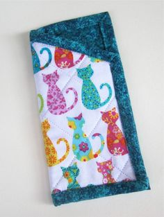 Cat-sessorize yourself! Eye-glass case made with cat motif fabric. Darling!
