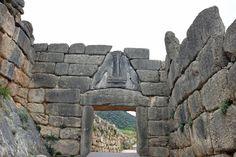 Löwentor in Mykene Ancient Greece, Olympia, Terracotta, Art History, Mystic, Mount Rushmore, Pots, Lion Sculpture, Greek