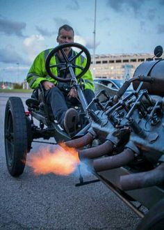 The fire breathing 1905 Darracq 200hp LSRV. It's incredible 1,551 cubic inch engine (24.42 liter) V8 was built to run big speeds.