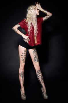 Sara Fabel Her legs! Pretty Tattoos, Sexy Tattoos, Girl Tattoos, Awesome Tattoos, Tattoo Girls, Sara Fabel, Tattoo People, Tattoo Photography, Tattoos For Women Small