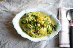 Värmande vegansk currygryta med spenat och potatis.