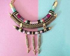 Gargantilla, collar audaz, múltiples capas collar, collar de declaración, collar de cuerda moderna, curva collar, joyería hecha a mano