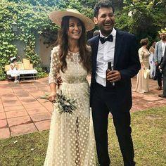 """430 Me gusta, 8 comentarios - THE WEDDING BACKSTAGE   Sara (@theweddingbackstage) en Instagram: """"Comenzamos la semana con estos novios que desprenden tanta felicidad!!  via @mas.vidrier…"""""""