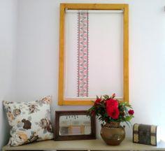 Rulou textil inscriptionat cu motiv traditional romanesc