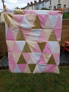 Beautiful baby girls triangular quilt in shades of pink, peach, white and gold. One of my favourite creations 🦄
