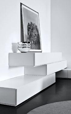 Pianca | People stacking drawers