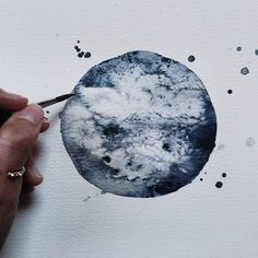 Watercolor Moon Paintings German artist Michal Friese expresses her fascination for cosmos through watercolor paintings she shares on her Instagram. Her latest artwork is a moon painting made with a limited colors palette in order to give a monochrome impression. Her technique of circles allows her to show details such as the rocky texture and the cratered relief of this satellite. #xemtvhay