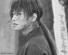 Takeru Satoh as Himura Kenshin. Rurouni Kenshin live action. Kenshin Himura.