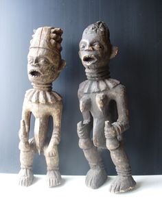 COUPLE DE STATUES ROYALES BANGWA Cameroun Bois - Patine crouteuse Fentes de déssiccation 60 cm Années 1910/1920 Ex collection LT Colonel Lesage