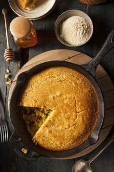 Spinach, Bacon and Cheddar Cornbread is perfect to serve alongside chili or voodoo shrimp and is great to serve for brunch. Southern Cornbread Recipe, Jalapeno Cornbread, Skillet Cornbread, Cornbread Recipes, Jalapeno Pepper, Honey Cornbread, Butter Recipe, Mother's Day Brunch Menu
