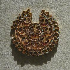 https://flic.kr/p/6LjPyP | Achaemenid Gold Jewelrt: Earring | Achaemenid Gold…