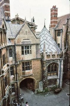 Hertford College, Oxford. Love the subtle colors. Great palette, feels dusty, but in a good, patina-ed, antique way.