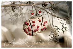 Polymer clay earrings Winter berries - Round dangle earrings - Red Biege Brown White earrings - Red berries - Snow - Xmas - Branches