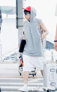 [HD포토] 투피엠(2PM) 우영 개성만점 공항패션 #topstarnews