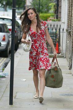 Duchess Catherine in red floral dress, flats, and white Prada bag, July 2007 Kate Middleton Legs, Kate Middleton Outfits, Middleton Family, Clarence House, Royal Fashion, Fashion Photo, Diana, Princesse Kate Middleton, Mayfair