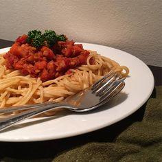 DieseLinsen Bolognese ist perfekt für alle Vegetarier oder einfach Alle die einmal auf Fleisch verzichten möchten. Die roten Linsen sind eine tolle Grundlage und dank des Gemüses schmeckt diese vegetarische bzw sogar vegane Bolognese wie das Original. Der Rotwein mag vielleicht auf den ersten Blick etwas ungewöhnlich in einem Fitnessrezept erscheinen, aber durch das Kochen […]