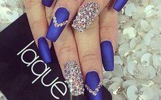 Uñas decoradas color azul rey