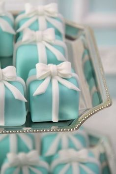 Its the best combination ever! Tiffany and little cakes!