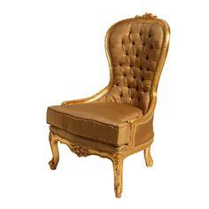 Cadeira Cadeira com estrutura em madeira na cor dourada. Possui encosto e assento revestidos por couro, capitonê na parte superior, e acabamento em floral.    CorMarron  MaterialMadeira/Couro  MedidasLargura: 60 cm x Altura: 101 cm x Profundidade: 49 cm