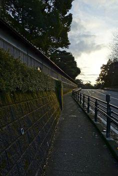 金澤コンシェルジュ: 奥村家土塀 冬の光