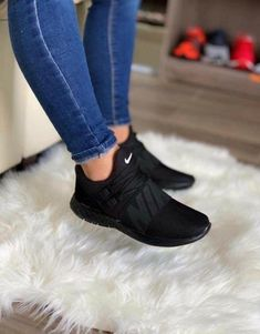Cute Sneakers Shoes Sneakers Air Max Sneakers Hot Shoes Adidas Sneakers Look Com Tenis Nike Air Vapormax Sneaker Boots Nike Shox Hype Shoes, Women's Shoes, Me Too Shoes, Shoe Boots, Black Shoes Sneakers, Ladies Sneakers, All Black Shoes, Shoes Style, Sneakers Style