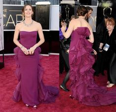 Jennifer Garner at the 2013 Academy Awards wearing a gorgeous Gucci gown.