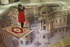 Una mujer indonesia posa con una obra de arte ilusoria 3D durante la exposición Trick Art, en Yakarta, Indonesia. Visite nuestra página y sea parte de nuestra conversación: http://www.namnewsnetwork.org/v3/spanish/index.php