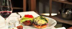 101 hamburger fra Hellstrøms kjøkken - Aperitif.no Coleslaw, Wok, Cheddar, Sushi, Breakfast, Ethnic Recipes, Morning Coffee, Cheddar Cheese, Coleslaw Salad
