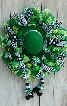Patrick's Day Wreath, St. Paddy's Wreath, Saint Patrick's, Spring Wreath, Winter Wreath - Ideas 2019 Holiday Wreaths, Holiday Crafts, Spring Wreaths, Winter Wreaths, Summer Wreath, Diy St Patrick's Day Crafts, St. Patricks Day, Saint Patricks, Diy St Patricks Day Wreath