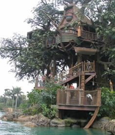 I love the boat hanging just below the top deck. Looks like a ship was used for parts.  Very swiss family robinson.