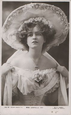 Vintage beauty - Gabrielle Ray, an English stage actress in the Edwardian period Antique Photos, Vintage Pictures, Vintage Photographs, Old Pictures, Vintage Images, Old Photos, Vintage Abbildungen, Vintage Glamour, Vintage Beauty