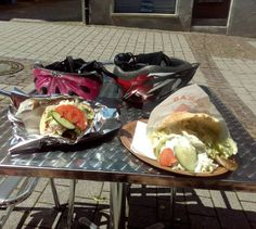 Radfahrer Stillleben in #Sulz am #Neckar    Der Döner war sowas von lecker. Und die Sonne schien uns während des Essens ins Gesicht.