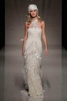 Yolan Cris is a Vintage Wedding Dress retro look bohemian spirit.