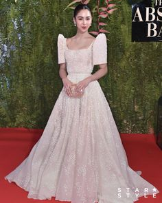 What Your Favorite Celebrities Wore at the ABS-CBN Ball - Star Style PH Source by zigzagerzz dresses gowns Modern Filipiniana Gown, Filipiniana Wedding Theme, Wedding Gowns, Filipino Wedding, Filipino Fashion, Reception Gown, Beautiful Gowns, Traditional Dresses, Star Fashion