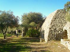 La borie (cabane en pierre sèche) de la location de vacances Mas en pierre à Gordes ,Vaucluse - photo 19530 Crédits Maison en Provence (TM) / Le propriétaire