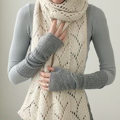 Oversize Haven (Kim Hargreaves pattern) in chunky alpaca wool.  Nice grey wristwarmers, too.