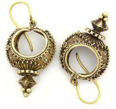 India | Contemporary 18k gold earrings from Karnataka | 395$
