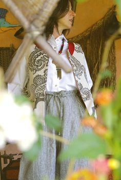 UB003   Tamanho | Size: M/L  Descrição | Description: Camiseira branca lisa | Plain white shirt  Composição | Composition: 100% Algodão | 100% Cotton  Preço | Price: 35€