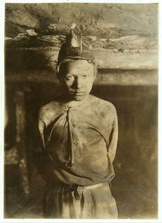 Child labor in the coal mines, Turkey Knob Mine, West Virginia, Photo taken more than a mile inside the mine by Lewis Hine Vintage Pictures, Old Pictures, Old Photos, Labor Photos, History Teachers, World History, History Pics, Lewis Hine, Coal Mining