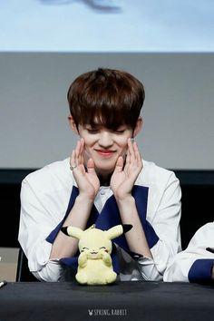 Eu fico morta com farofa toda vez que Choi Seungcheol é fofinho. Assim não dá.