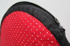 Lappeklipp: Necessär - tutorial Coin Purse, Quilts, Bags, Fashion, Purses, Handbags, Moda, Fashion Styles, Patch Quilt