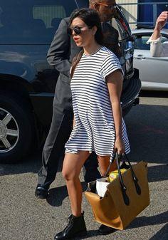 Kourtney Kardashian Photos  - Kim & Kourtney Kardashian Fly Into NYC From The Hamptons - Zimbio