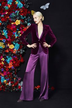 Alice + Olivia Fall 2019 Ready-to-Wear Fashion Show Collection: See the complete Alice + Olivia Fall 2019 Ready-to-Wear collection. Look 14 Velvet Fashion, Purple Fashion, Fashion Colours, Alice Olivia, Fashion Week, New York Fashion, Fashion Trends, Edgy Outfits, Fashion Outfits