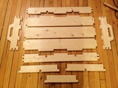 Tray held together entirely with dovetails. Even dividers are pinned by the dovetails. Cnc Projects, Woodworking Projects, Woodworking Joints, Wood Tray, Home Jobs, Dividers, Plywood, I Shop, Serving Trays
