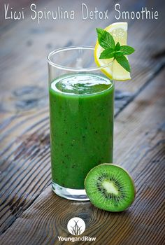 kiwi spirulina detox smoothie