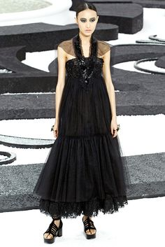 Chanel Spring 2011 Ready-to-Wear Collection Photos - Vogue